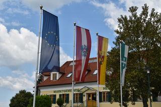 Europa-Flagge mit Symbolkraft: Heiligenkreuz im Lafnitztal ist Standort großer EU-geförderter Betriebe.