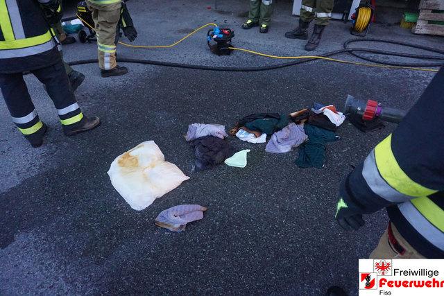 Qualmende und glimmende Handtücher wurden als Brandursache ausgemacht.