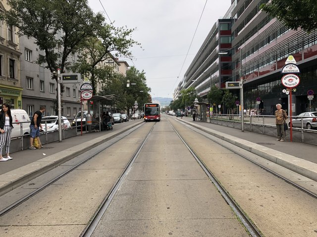 Die Dresdner Straße ist zwei Kilometer lang: Ein Spaziergang dauert daher etwas, lohnt sich aber.