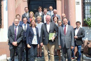Die Delegation mit LR Eibinger-Miedl, Manfred Schubert-Zsilavecz (l.) und dem Hessischen Staatsminister Thomas Schäfer (r.)