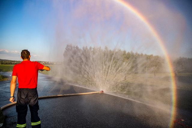 Faszinierendes Wasser bei der Schulung der Freiwilligen Feurwehr Alkoven