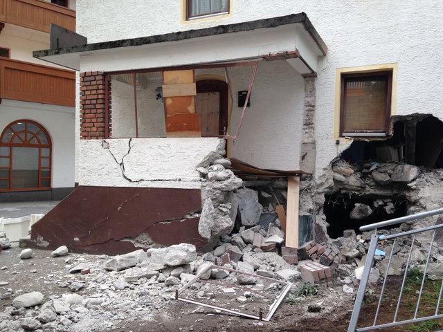 Sölden-Felsbrocken donnerte ins Wohngebiet-Fotocredit: ZOOM.TIROL