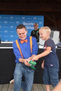 Zauberer Patrick Kulo zeigte eine interaktive Zaubershow.