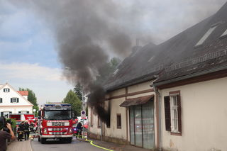 Kein Disconebel, bei der Übung in Premstätten hatten es die Feuerwehren mit einem echten Brand zu tun.