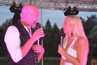 Udo Wenders und Marlena Martinelli im Scheinwerferlicht.