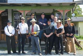 """Die Western-Darsteller vom """"Eisernen Pfeil"""" boten wieder eine tolle Show rund um die Sweetwater-Gang."""
