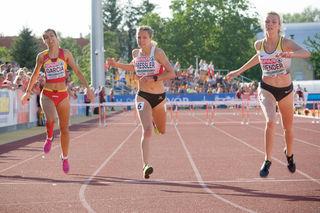 Lena Pressler (M.) sicherte sich mit neuem ÖLV U18-Rekord von 59,11 Sekunden sensationell die Bronzemedaille.
