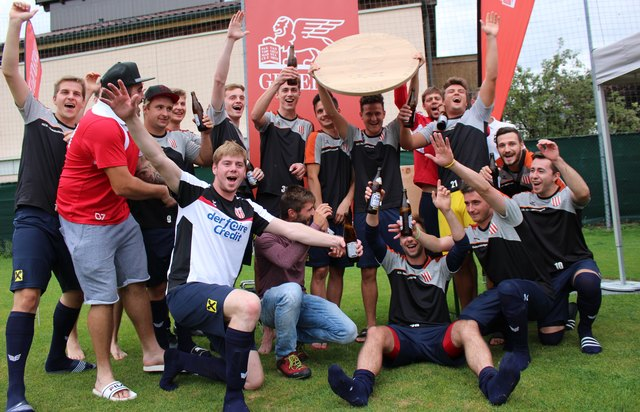 Nach dem Finalsieg über Wattens feierte der SV Fritzens seinen Erfolg beim 2. Generali Cup 2018 ausgelassen.