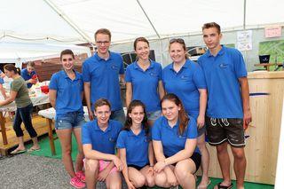 Jakob Kirchberger und Verena Schröttner (2.R. Bildmitte) organisierte mit ihrem Team der LJ Graz-Südwest eine humorvolle Sautrogregatta.