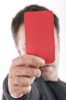 Spieler der Union St. Pantaleon zeigten dem Schiedsrichter bei einem Freundschaftsspiel gegen die Union Schwand die rote Karte – wegen rassistischer Äußerungen.