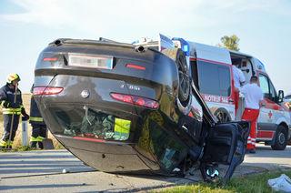 Der Fahrer wurde im Unfallwagen eingeschlossen.