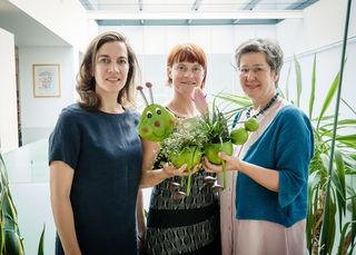 Die neue Landesgeschäftsführerin Martina Hajdusich (mi.) mit ihrer Vorgängerin Anita Malli (li.) und Grünen-Chefin Regina Petrik