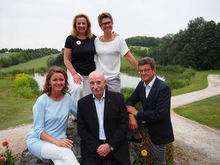 Andrea Gerstorfer (Präsidentin LC Linz Biophilia), Sonja Stärk (Präsidentin GC Stärk), vorne v.l.: Judith Raab (LC Linz Biophilia), Manfred Benischko, Gerhard Horvath (beide: LC Traun)