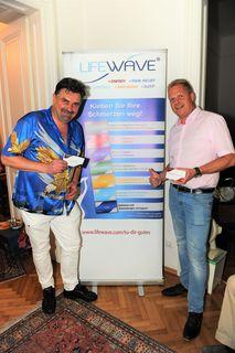 Links ,Dr Thomas Eder, Allgemeinmediziner und Facharzt für Orthopädie. Rechts  Vortragender Ing. Peter Siwatz, Lifewave-Leader Team Europe