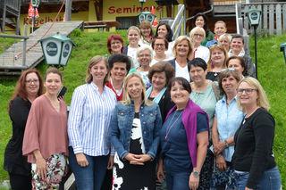 VP-Frauenklausur: Strategiegruppe mit B. Eibinger-Miedl (3. v. l.), Juliane Bogner-Strauß (Mitte) und Manuela Khom (3. v. r.)