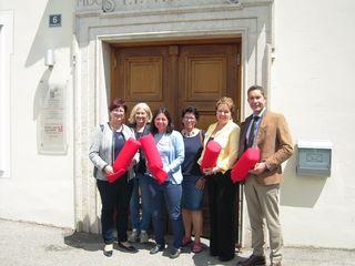 Bundesrätin Rosa Ecker, IFF-Bezirksvorstand Erna Mühlbacher, Edith Schilcher und Anneliese Hoppenberger sowie Alexandra Furtner-Probst und Alexander Lison vom Kinderschutzzentrum.
