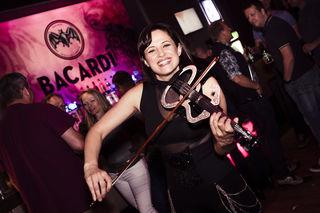 Cat La Groove wird dem Partyvolk bei der ü30 Party richtig einheizen