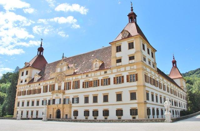 Ruefa Reisebros in Graz