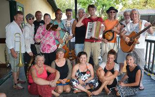 die 16köpfige Gomera Street Band