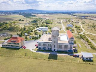 In dem Hauptgebäude mit dem 42 Meter hohen Wasserturm auf dem Gelände in Niederösterreich übten 58 Feuerwehrkräfte aus dem Bezirk Südoststeiermark.