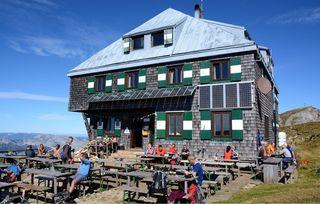 Die Reichensteinhütte unterhalb des Eisenerzer Reichensteingipfels: 120 Jahre schon eine willkommene Unterkunft für Bergsteiger!