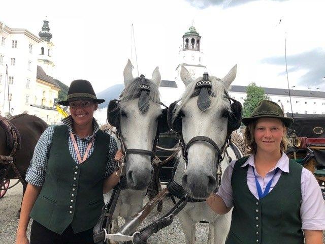 Die zwei Kutscherinnen Christine und Conny halten die Fiakerei nicht für Tierquälerei.