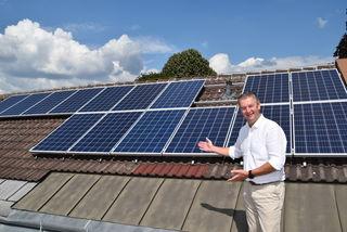 Die neue Photovoltaikanlage deckt den Strombedarf des Gemeindeamts, der Volksschule und des Kindergartens, erklärt Bürgermeister Wolfgang Eder.