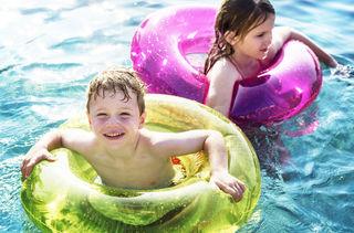 Kinder müssen bis zu einem Alter von zehn Jahren beim Schwimmen beaufsichtigt werden.