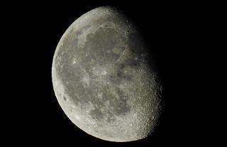 Nun tritt der Mond bereits wieder die Reise ins Finstere an...