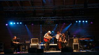 Die Mojo Blues Band heizte den Besuchern ein.