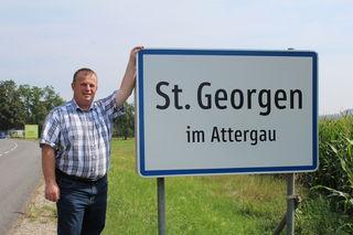Bürgermeister Ferdinand Aigner aus St. Georgen im Attergau freut sich über die gute Zusammenarbeit in der Gemeinde.