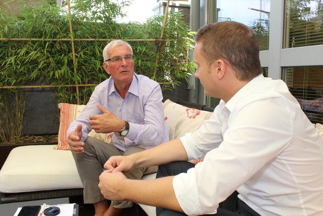 Sommerinterview mit Landesrat Elmar Podgorschek (FPÖ, li.): Der Landesrat im Gespräch mit Thomas Kramesberger (BezirksRundschau).