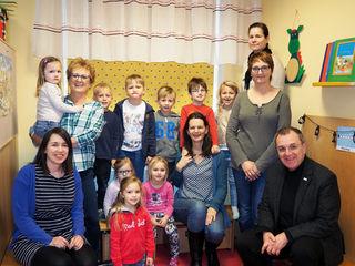 Landtagsabgeordnete und Bürgermeisterin Kerstin Suchan-Mayr (SPÖ) bei einem Besuch im Kindergarten in St. Valentin.
