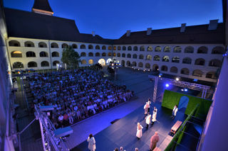Die Freilicht-Bühne im Stiftshof Eberndorf