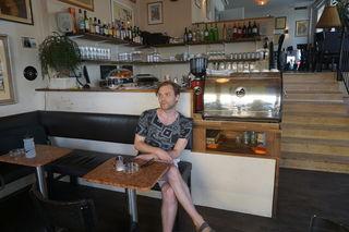 Der Meidlinger Florian Lang in seinem Lieblingscafé Café Nahid