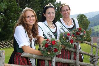 Alexandra, Petra und Astrid übergeben ihre Zepter. Foto: Mandl