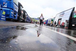 Im Vorjahr wurde es auch im Fahrerlager nass. Foto: ripu