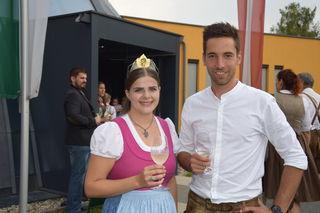 Gabriel Oswald (Obmann des Weinbauvereins Großklein) mit Weinkönigin Katja I.