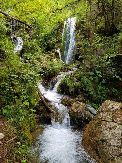 traumhaft und märchenhaft sprudeln hier die Quellen aus dem Berg