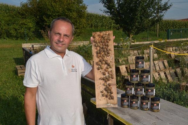 Kulinarische Spezialität im Glas: Christian Janisch ist der einzige Schneckenzüchter des Burgenlandes.