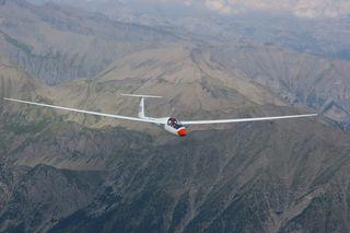 Ein Vater und sein Sohn aus Grins sind in den französischen Alpen mit einem Segelflugzeug abgestürzt und ums Leben gekommen (Symbolbild).