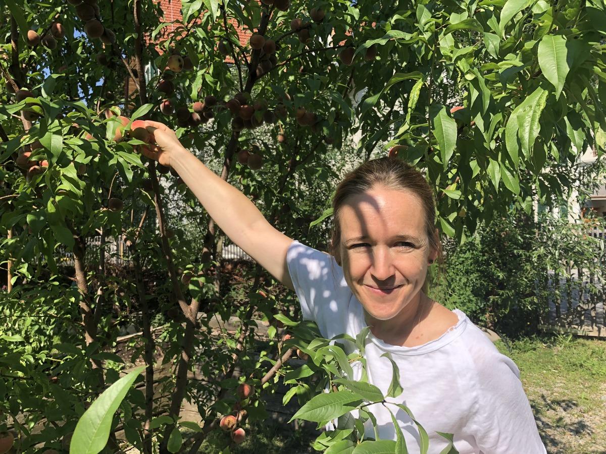 """""""Wer hierher kommt, soll eine Pause einlegen"""", sagt Sonja Zuser über den Ruhepol """"Garten für alle""""."""