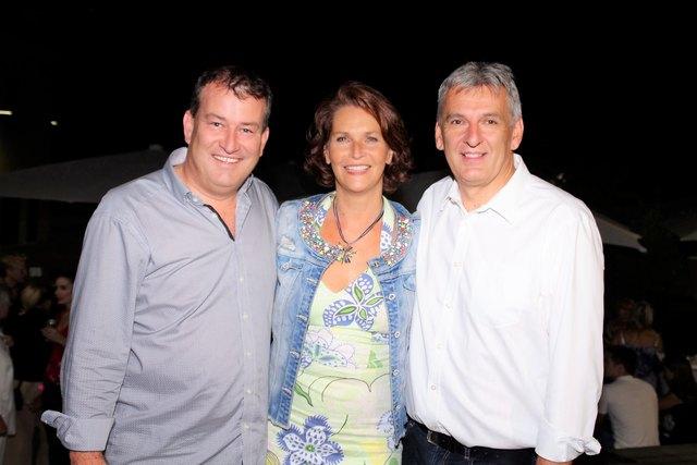 © www.informativ.cc: vlnr: Vzbgm. Matthias Müller, Produzentin Maya Hakvoort und Veranstalter und Vzbgm. Gerhard Feichter freuten sich über die großartige Resonanz von BLUTSBRÜDER.