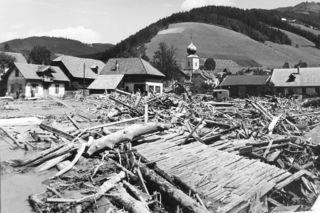 St. Jakob wenige Tage nach der Katastrophe; Bild aus dem Hochwasseralbum der Marktgemeinde Breitenau.