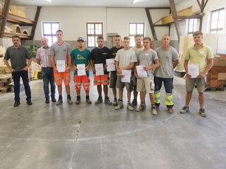 Elf Lehrlinge aus der Baubranche haben ihre Abschlussprüfungen erfolgreich hinter sich gebracht.