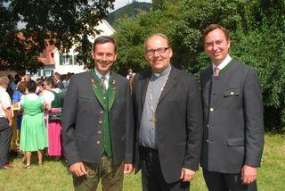 Seit mittlerweile einem Jahr ist Hermann Glettler in der Diözese Innsbruck als Bischof tätig. Jetzt besuchte er am vergangenen Wochenende erstmals seit der Weihe seine Heimatgemeinde Übelbach und wurde von Bürgermeister Markus Windisch und Nationalratsabgeordneten Ernst Gödl feierlich empfangen. Glettler feierte im Anschluss mit den Gläubigen auch einen Gottesdienst.