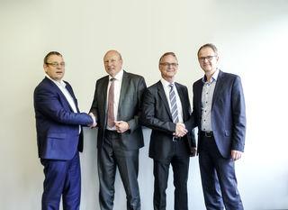 Zusammenarbeit: Rob Schmit, EVP Technology & Innovation bei SSI Schäfer, Arthur Kornmüller und Manfred Hummenberger, Geschäftsführer DS AUTOMOTION, Thomas Kamphausen, CFO bei SSI Schäfer