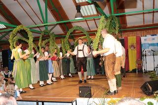 """Der Volkstanzkreis St. Johann ob Hohenburg """"spielte"""" sozusagen den Gastgeber."""