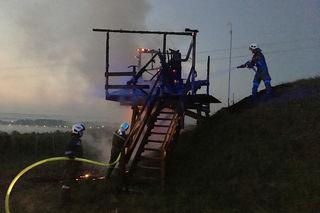 Zwei Grenzbeobachtungsposten wurden ein Raub der Flammen, zwei weitere wurden durch Brandstiftung beschädigt.