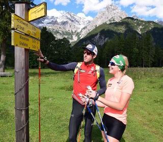 Dominik Landertinger und Lisa Hauser tauschen im Sommer die Biathlon-Ausrüstung gegen Wanderstöcke.